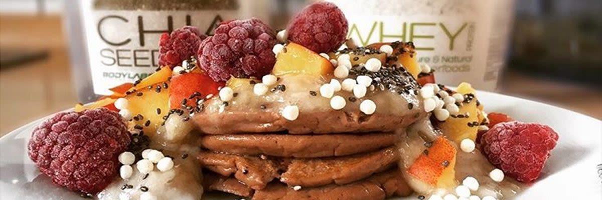 Whey Pancakes zum Frühstück