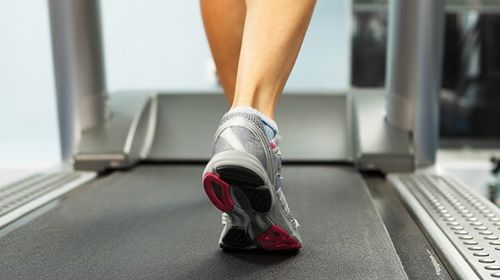 Muskulöse Waden zur sommerlichen Shorts