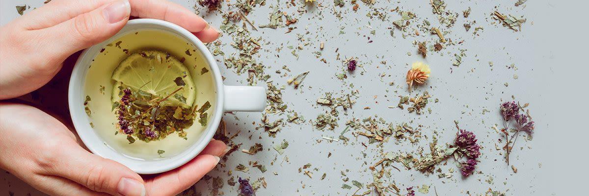 beker groene thee