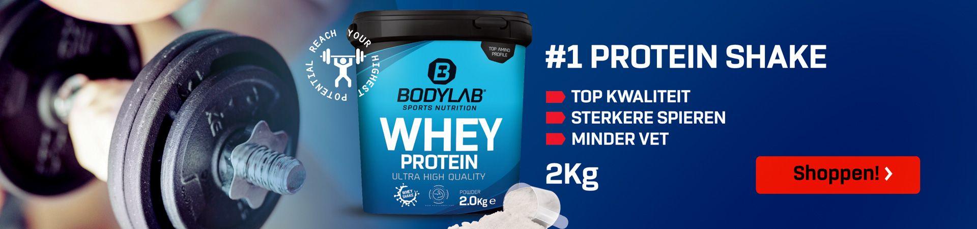 blauwe achtergrond met Wei-eiwit blikje 2 kilo en informatie over de voedingswaarden