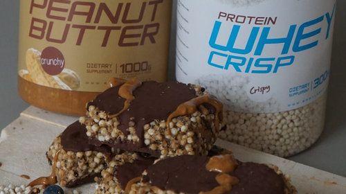 Crisp Protein Bar met pindakaas en chocolade topping
