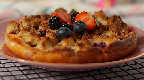 Protein-Beerenkuchen mit Streuseln