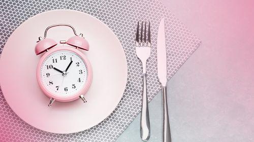 Intermittierendes Fasten: Essen mit Blick auf die Uhr! Was steckt dahinter?