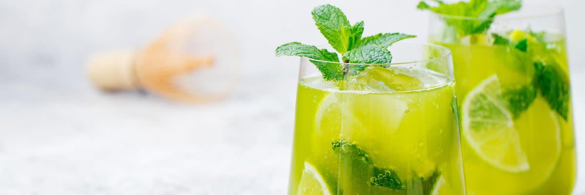 zuckerfreie Grüntee-Limetten Schorle