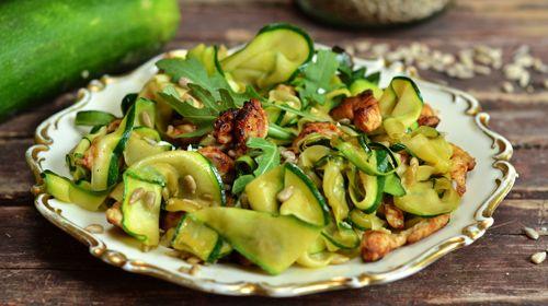 Kalorienarmer Zucchinisalat mit Mamma Mia Zero Sauce
