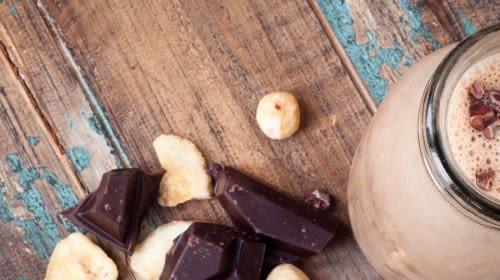 Superfood Eisschokolade mit Kokosöl, Maca und Kurkuma