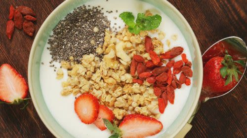 Gymondo Frühstück: Erdbeer-Goji-Müsli