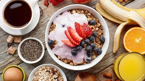 Protein-Granola Müsli mit griechischem Joghurt