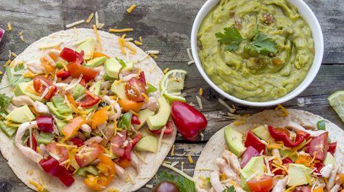 Paleo-Tortillas mit Chia-Guacamole und Salsa