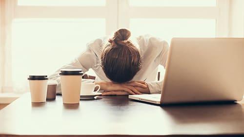 Müdigkeit: Was tun, wenn man sich ständig schläfrig fühlt?